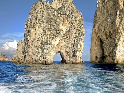 Optimized-capri-cliffs-966341_1920